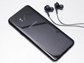 三星 Galaxy S8+ 晶墨黑外觀寫真、S7 Edge 同台比拚電力