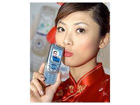 Samsung D488、E818 替你告別彈指神功