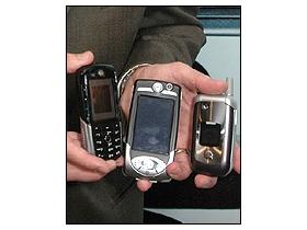2005 年 20 支新機 Motorola 搶當手機大哥大