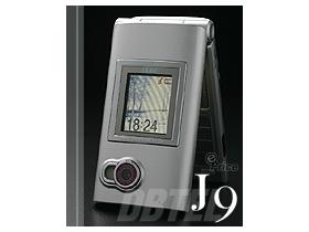 LTPS 新螢幕材質 Dbtel J9 滿足好「色」的你