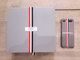 時尚魅惑!三星 Galaxy Z Flip Thom Browne 限定版實機動眼看