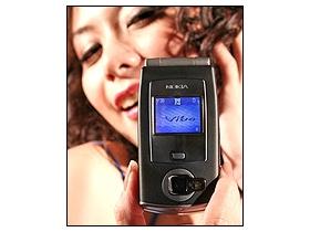 200 萬、摺疊 3G Nokia N71 配門號 9990 元