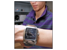 【一手試戴】 Sony Ericsson 藍芽手錶酷炫亮相