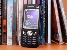 3.5G 至薄時尚款 SE W890i 撼動音樂靈魂