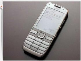 輕薄態度! Nokia E52 打造俐落聰明風